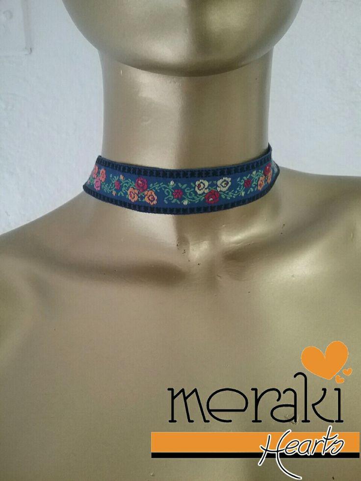 Choker azul con flores  Disponible  venta ❤❤ Contactanos por facebook: Merakihearts  Whatsapp :3317773592 o 3319465357  #merakihearts #chokers #modagdl #fashiontrends #gargantillas