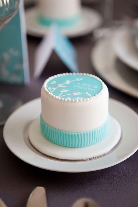 Bobbette & Belle | Custom Luxury Mini Cakes