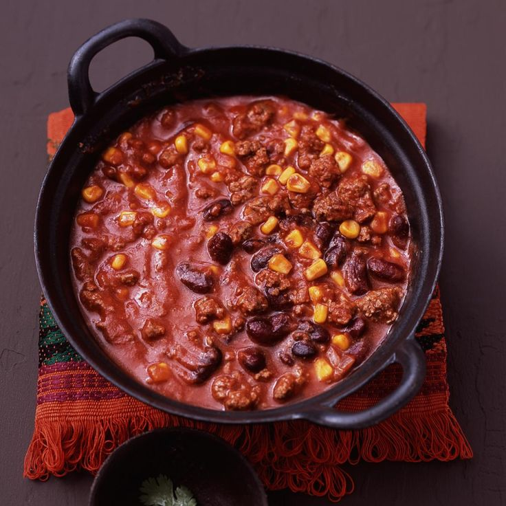 Chili con carne aus Hackfleisch, Kidneybohnen, Mais und Chili.