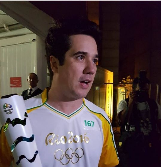 O encerramento da tour da tocha em Belo Horizonte teve como condutor o vocalista do Jota Quest, Rogério Flausino. Confira melhores momentos no link