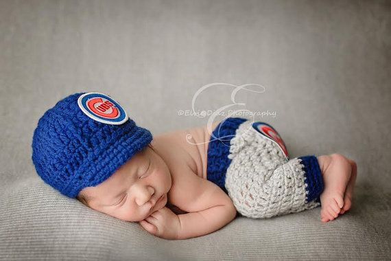 Chicago Cubs Cubbies Newborn Outfit/ Set / Uniform - Cap and Pants  Made with soft yarn and an embroidered logo/emblem on the cap and pants.  SORRY .. BUT WE ORDER OUR PATCHES IN BULK AND ONLY OFFER THE TEAMS LISTED IN OUR STORE.  Perfect for:  Baby gift Newborn Photo Prop  Quality Handmade with TLC by the GoldenGirlz  Beautifully captured by Elvie Diaz Photography.   IF YOU LOVE IT, SAVE IT ON PINTEREST :-)