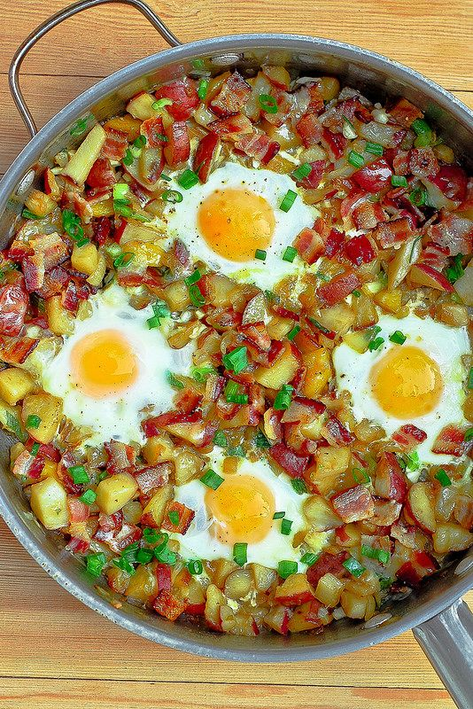 Bacon, Eggs, Potatoes and Cheese Breakfast Skillet