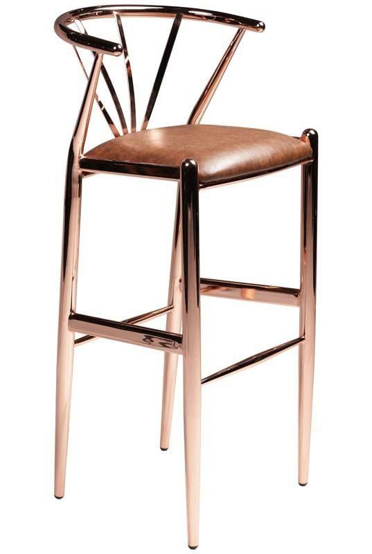 Delta+Barstol+-+Brun+-+Vakker+barstol+i+svartlakkert+metall+og+sete+i+naturflett.+Barstolen+har+et+buet+rygglen+og+en+praktisk+fotstøtte.+Et+flott+design+kombinert+med+god+sittekomfort.+Perfekt+til+det+høye+spisebordet+eller+i+hjemmebaren.