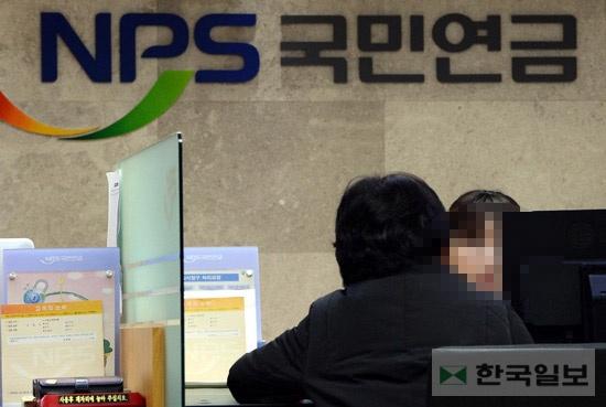 """한국일보 : """"기초연금 개선안도 불공평"""" 계속되는 논란"""