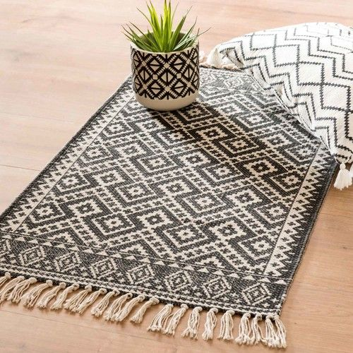 Tapis en coton noir et blanc motifs ethniques 60x90