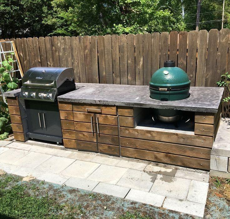 Outdoor-Küche mit großem grünem Ei