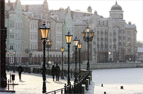 snowing by the banks: Winter Snow, Places Winter, London, Travel Photos, Cities, Lamps Post, Beautiful Places, Winter Wonderland, Glow