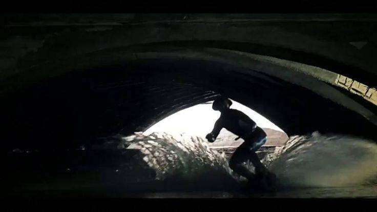 La ubicación es secreta para evitar la entrada ilegal de personas sin autorización. En Sheffield, al norte de Inglaterra, hay un desagüe victoriano que recolecta aguas pluviales. Este olvidado espacio se ha convertido en una pista de patinaje acuática, donde los deportistas dan rienda suelta a sus piruetas.