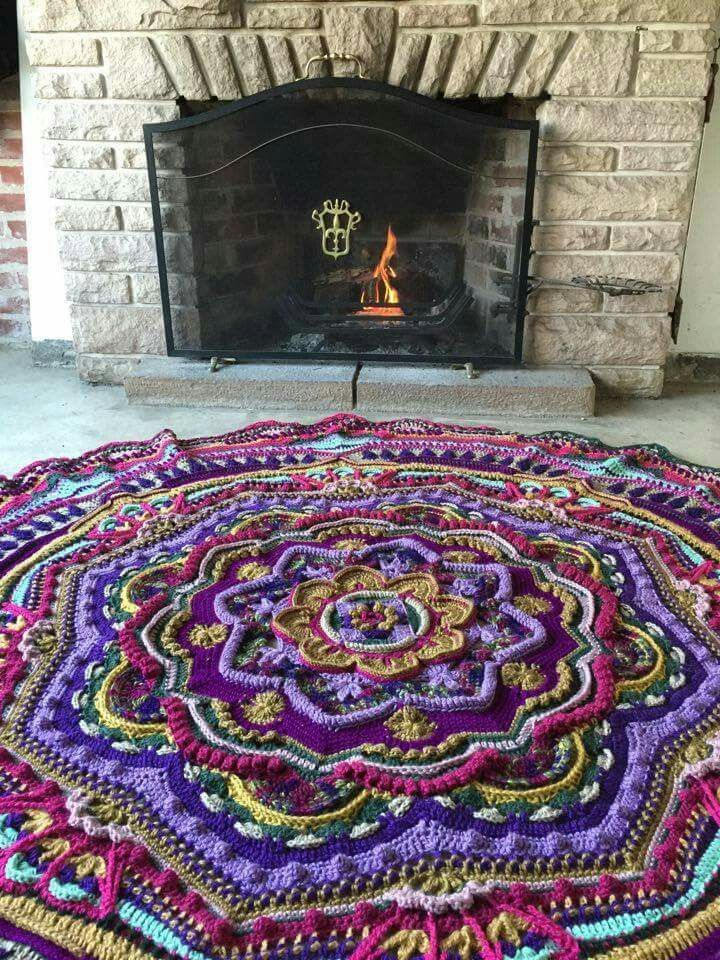 Mandala Madness - Free Pattern on Ravelry ... This one is by B. CHefa
