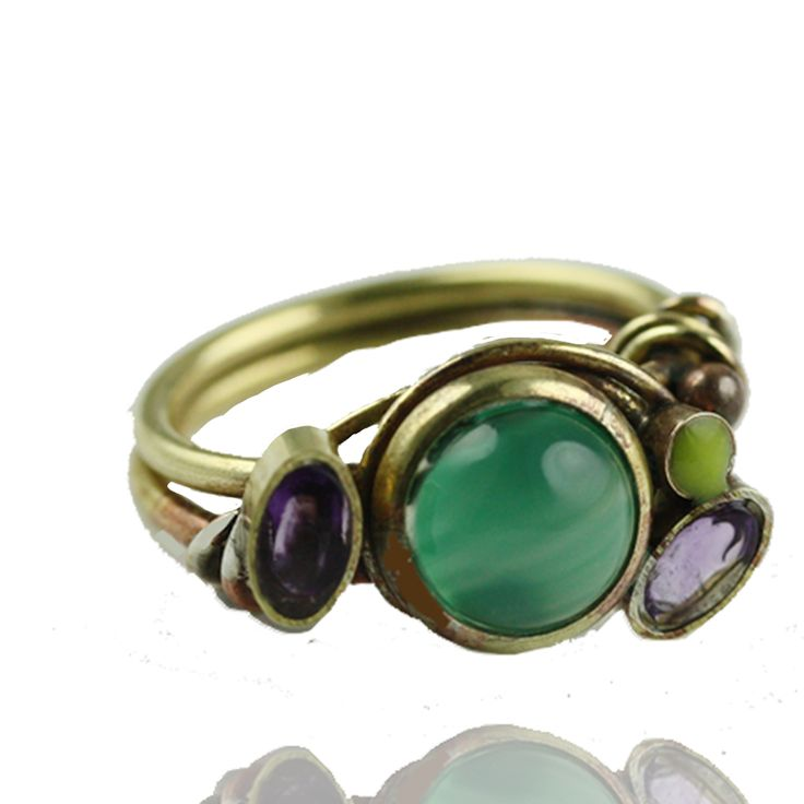 Forgyldt ring med ædle stene