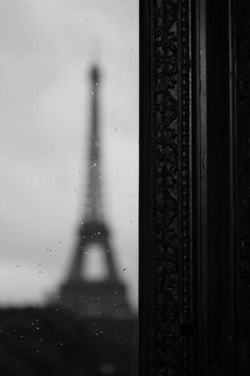 Plaza_Athenee-Paris-Suite_Eiffel-Aperitif-Sweet_until_the_end-Eiffel_Tower-vue