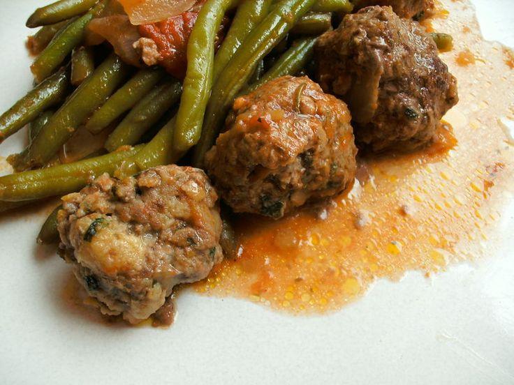Haricots verts et boulettes de viande à la provençale