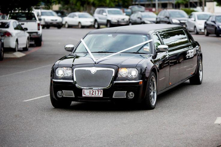 Limoso - Super Stretch Chrysler 300C Black and Brandy Wine (Wedding)