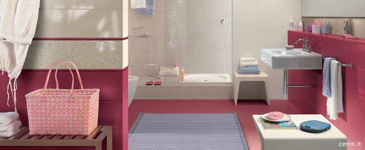 Riempi lo spazio con colori accesi, divertiti e sorpendi #vanity #bathroom #purple #violet #tiles #colour www.gasparinionline.it