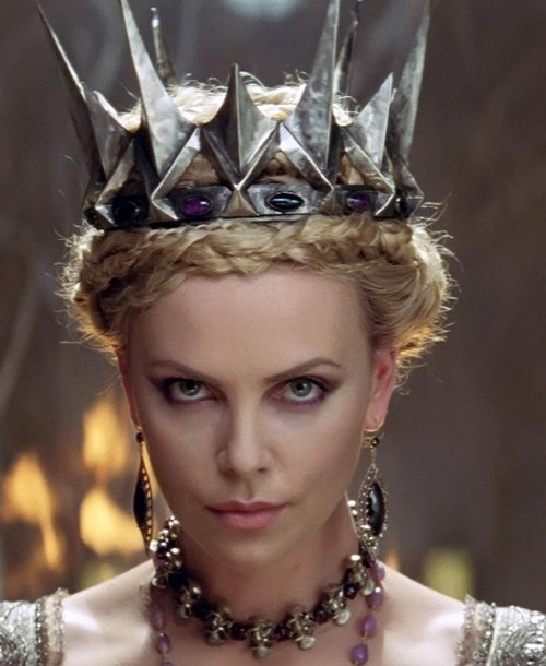 Charlize Theron Snow White Makeup 8. Queen Ravenna from ...