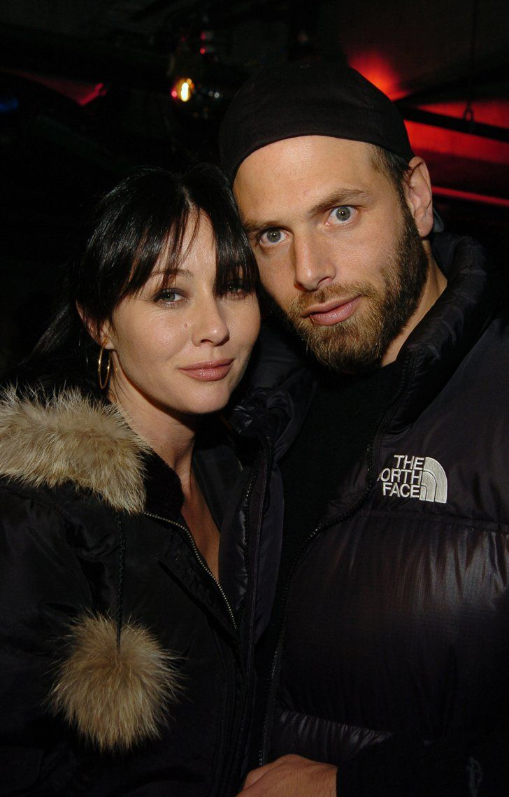 Pin for Later: Celebrities Who Pulled Off Secret Weddings Shannen Doherty and Rick Salomon 90210 star Shannen Doherty and Rick Salomon eloped after dating for two weeks in 1993. Their marriage lasted only seven months.
