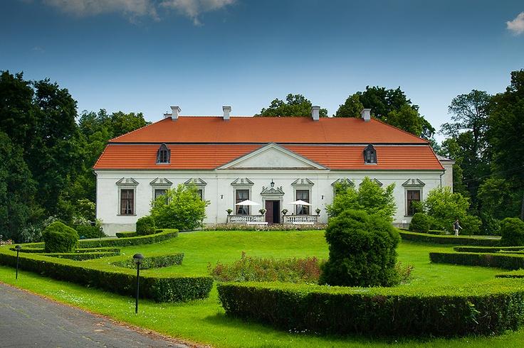 Pałac w Oborach koło Konstancina pod Warszawą.