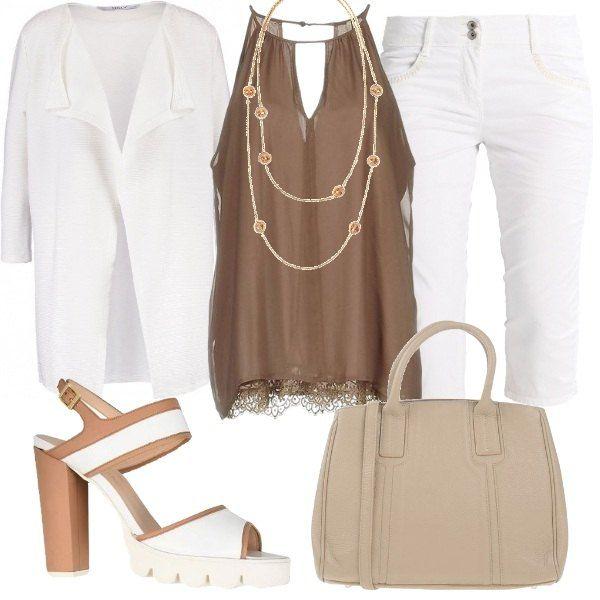 Outfit+composto+da+top+in+voile+con+pizzo+sul+fondo,+pantaloni+capri+e+cardigan+monocromo+con+maniche+a+3/4.+Completano+il+look+i+sandali+bicolor,+la+borsa+in+similpelle+e+la+collana+in+metallo+con+particolari+in+vetro.