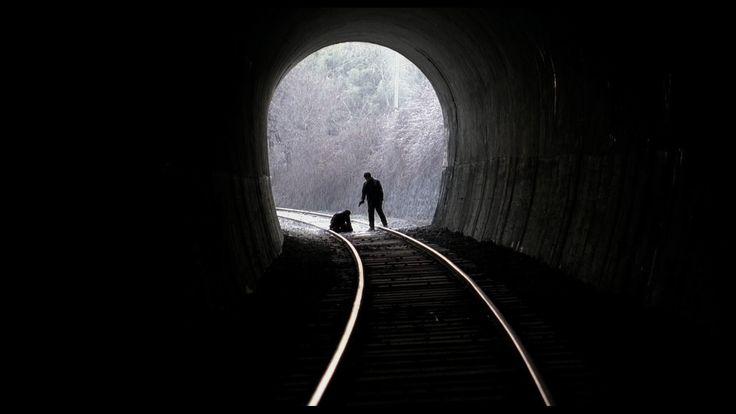 "Película: Salinui chueok / Memories of Murder / Memorias de un asesino. Director: Bong Joon-ho. ""Cada paso en este lugar, es un recuerdo y un martirio""."