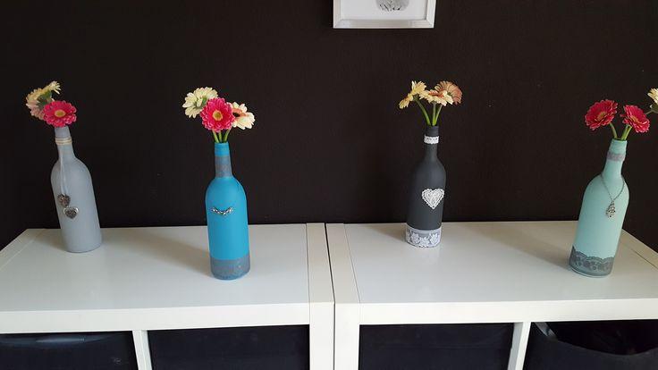 Leuk idee om flessen te recyclen tot vaas of kandelaar. Zelf maken of bestellen via zelfie.nu