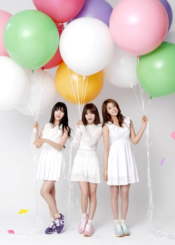 AOA members Jimin, Seolhyun, and Chanmi in trendy sneakers for Sbenu's 2015 S/S Campaign