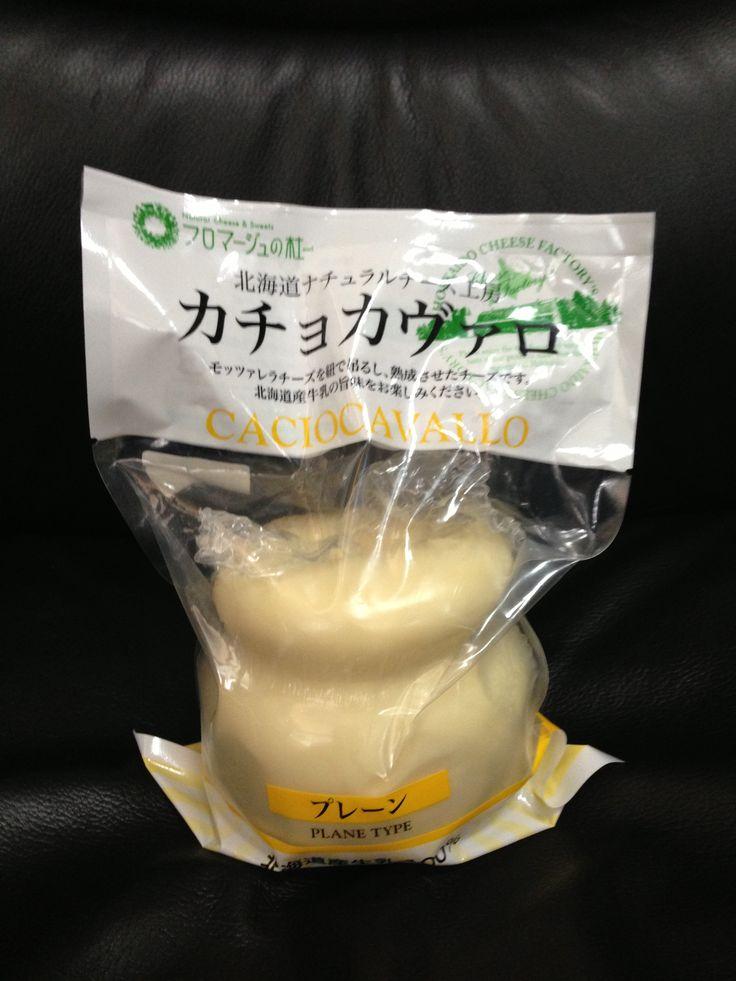 カチョカヴァロ プレーン  モッツァレラを紐で吊るし、熟成させたチーズ      ㈱クレストジャパン  100%北海道産牛乳