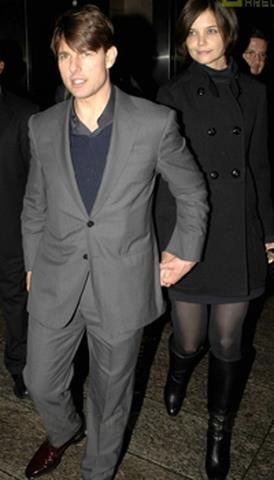 Том круз в сером костюме