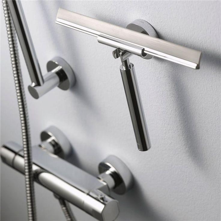 Glas en tegels in de badkamer blijven met wat goede zorgen nog jarenlang mooi. Gebruik daarom de Kosmos wisser van Haceka. Deze trekker heeft lichtgekleurd rubber dat strepen voorkomt. Ook fijn: de wisser wordt geleverd inclusief ophanghaak!