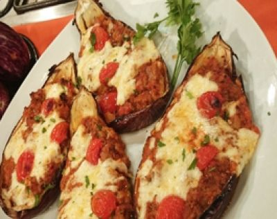 Berenjenas rellenas con salsa bolognesa gratinadas