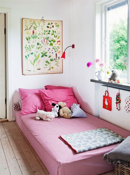 mattresses on floors can be nice too -   by ester sorri for hus & hem.: Botanical Prints, Design Interiors, Floors Beds, Modern Houses, Daybeds, Design Home,  Day Beds, Girls Rooms, Kids Rooms