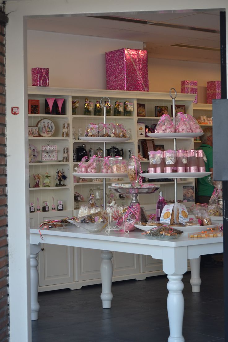 this is a pretty pink & white cake shop