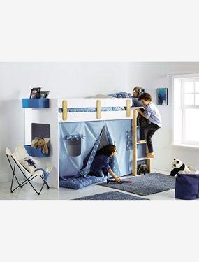 Gain de place modulable, ludique et plein d'astuces pour dormir ou s'amuser ! Evolutif, le dessous peut se transformer en espace cabane par l'ajout du rideau « tente » avec porte et fenêtres vendu séparément. DIMENSIONS L 194 cm x P 96 (101,5 avec échelle) x H 135 cm Hauteur sous couchage = 100 cm En panneaux de fibres de bois finition peinture mate toucher doux Chants échelle et contreforts barrière en pin massif brut Ensemble compact avec : lit surélevé (90 x 190 cm) avec barrière de…