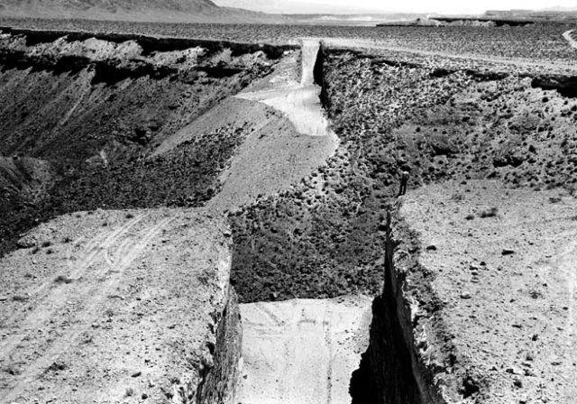 Double negative, Michael heizer, foto di Gianfranco Gorgoni, Usa, 1969.