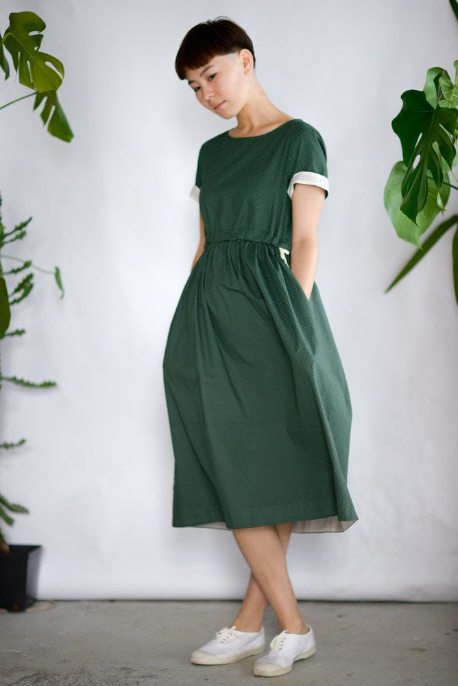 Зеленое платье с кулиской в горошек
