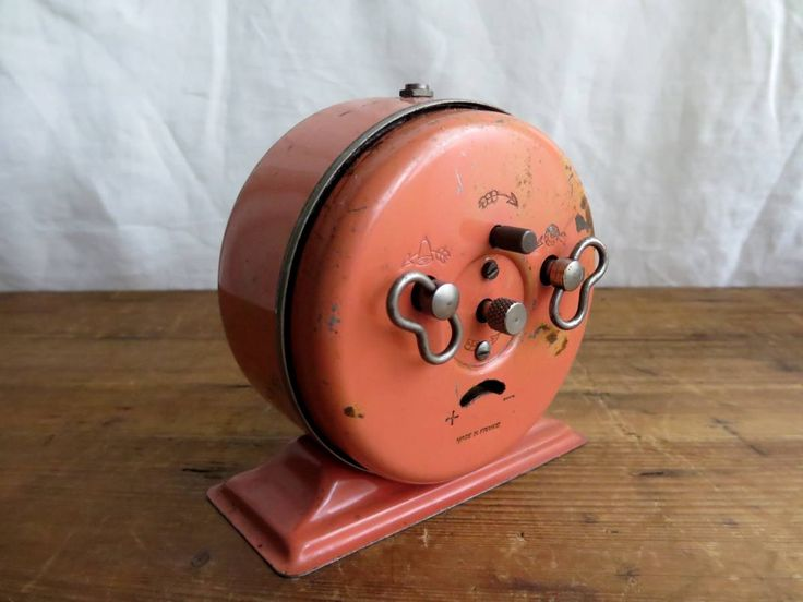 稼働品 1940's フランス ゼンマイ 目覚まし時計 アナログ 時計 置き時計 腕時計 jaz kienzle ブロカント ヴィンテージ アンティーク_画像2