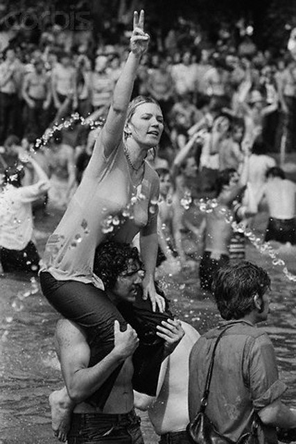 09 May 1970, Washington, DC, USA. More than 100,000 students stand in and around the Reflecting Pool in Washington, DC, demonstrating against the recent violence used to breakup a Vietnam War protest at Kent State University. Four Kent State students were killed, and many others injured, when members of the National Guard fired tear gas and rifles into crowds of student demonstrators protesting the Nixon administration's expansion of the Vietnam War into Cambodia.