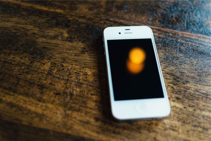 iphone cell mobile -  iphone cell mobile free stock photo Dimensions:2509 x 1673 Size:0.97 MB  - http://www.welovesolo.com/iphone-cell-mobile/