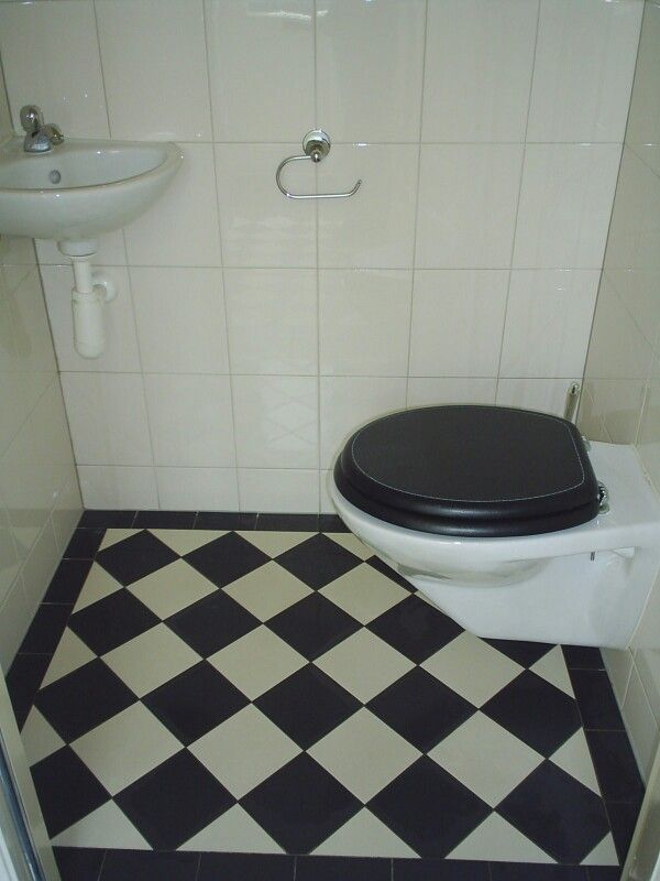 Toilet # zwart # wit tegelvloer
