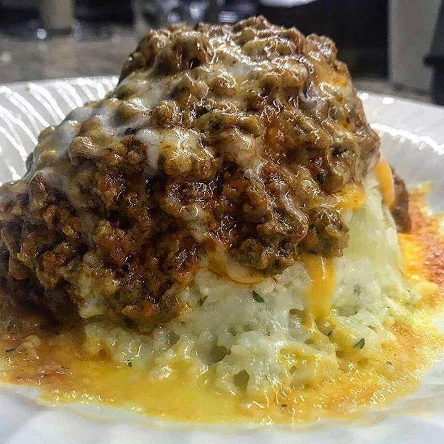 Volcano Cheesy Mashed Cauliflower Ground Beef In Rose Creamy Sauce Thank Keto Yolo Cheesy Mashed Cauliflower Mashed Cauliflower Healthy Recipes