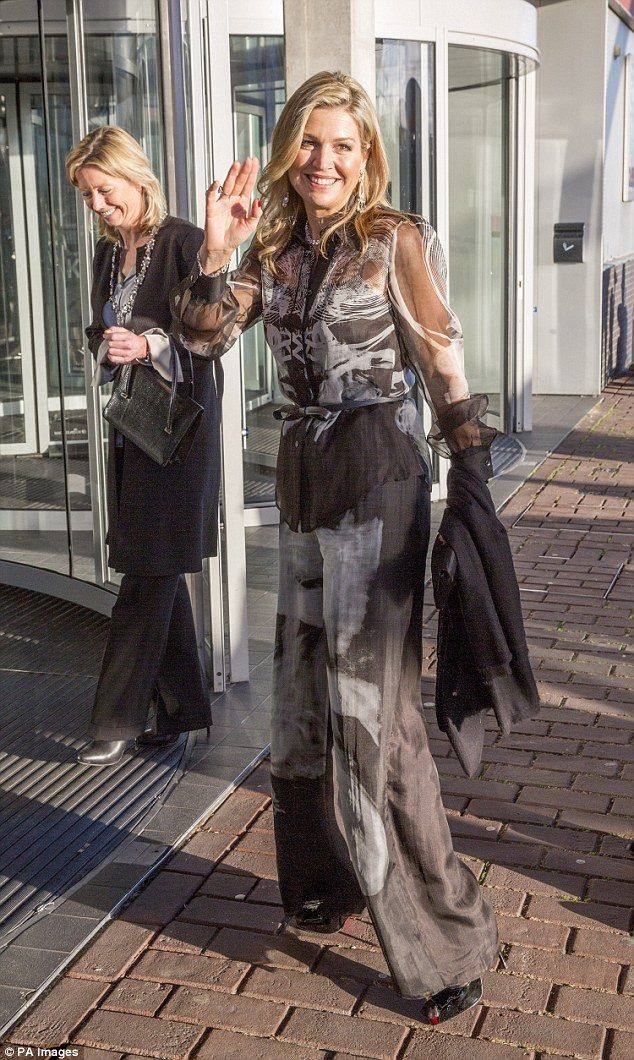 Queen Maxima in Mattijs van Bergen - Prince Bernhard Cuture Fund 2016 Awards @ the Music Building on the IJ, Amsterdam, December 2016