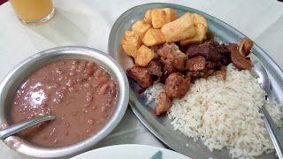 Em plena terça feira nada melhor que comer o tradicional Bife à Rolê, certo? Errado! Hoje nada de Bife a Rolê e sim o Espeto Misto do À La Carte Mineiro, um prato super simples na aparência e surpreendentemente ótimo no sabor! Ficou curioso? Leia mais uma das minhas críticas e aproveite para seguir o Diário Gastronômico do XinGourmet (y)  #Espeto #Misto #arroz #mandioca #feijão #almoço #comida #restaurante #Mineiro #MinasGerais #MG #carne #frango #porco #linguiça #calabresa #cebola #tempero…