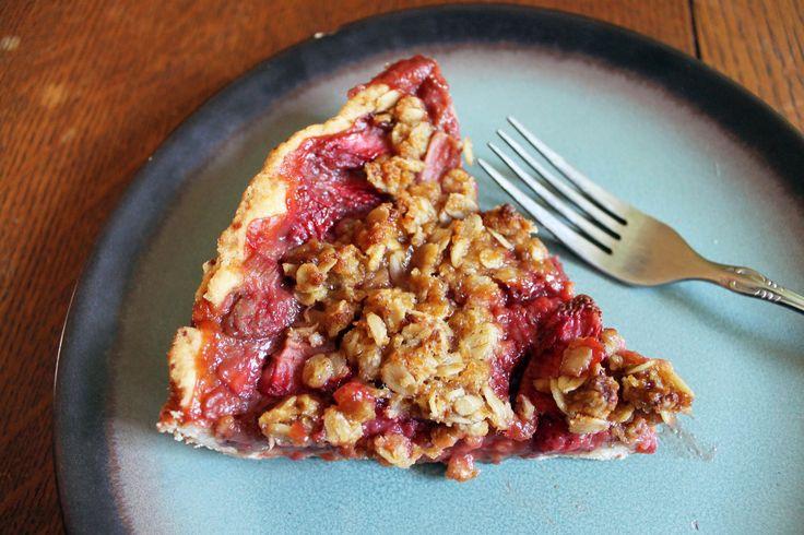 Strawberry Rhubarb Crumb Pie Aardbeien-rabarber kruimeltaart
