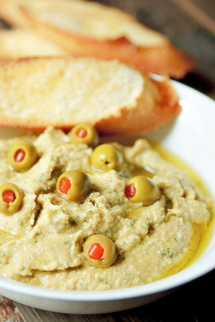 """Het lekkerste recept voor """"Hummus met aubergine"""" vind je bij njam! Ontdek nu meer dan duizenden smakelijke njam!-recepten voor alledaags kookplezier!"""
