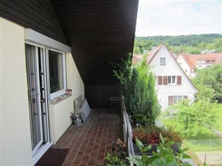 Vermietete 2 Zi.-DG-ETW in Merzhausen: Die Wohnung befindet sich im Dachgeschoss. Gepflegtes 6-Familienhaus in sehr gutem Zustand. Ein Aufzug ist nicht vorhanden.