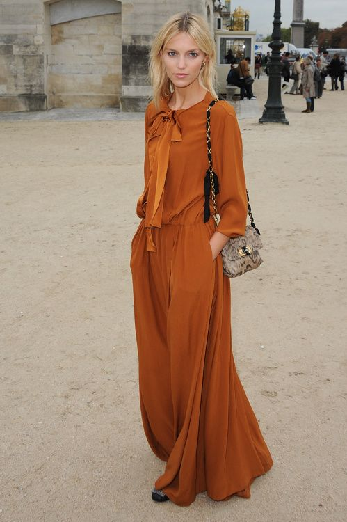 Anja Rubik en robe Chloé street look http://www.vogue.fr/mode/inspirations/diaporama/les-meilleurs-looks-danja-rubik/20939/carrousel#les-meilleurs-looks-danja-rubik-2