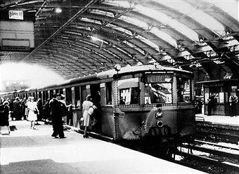1947 S-Bahn Zug Richtung Potsdam im Schlesischen Bahnhof (Ostbahnhof)