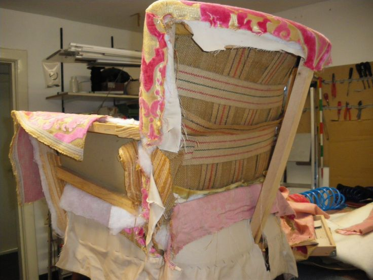 Dieser 50er Jahre Sessel Mit Persnlicher Geschichte Wird In Unserer Eigenen Polsterwerkstatt Aufgepolstert Und Einem Stoff Von Designers Guild Neu