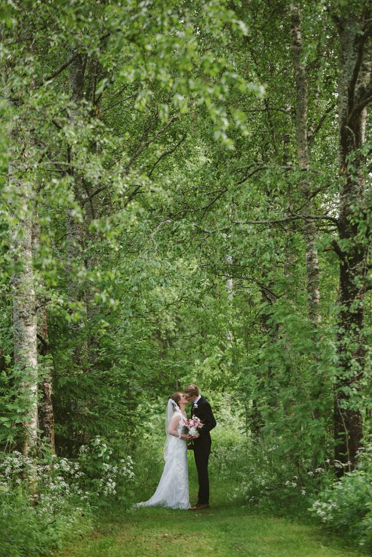 summer birch forest wedding portrait romantic Julia Lillqvist | Emma and Joel | sommarbröllop Jakobstad | http://julialillqvist.com