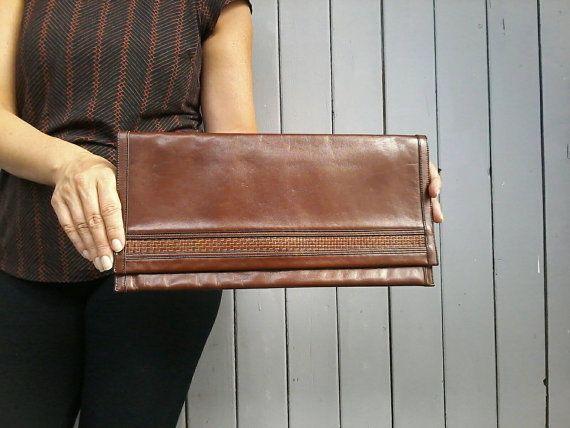 Klassische Clutch aus braunem Leder elegante Abentasche
