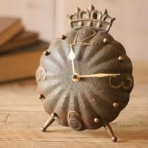 Table top clock: Metals Clocks, Tops Clocks, Beautiful Clocks, Metals Crowns, Metals Tables, Tabletop Clocks, Crowns Clocks, Ticking Tock, Tables Clocks